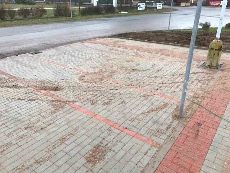 Oprava chodníku a parkovacích stání U sokolovny, Obec Živanice