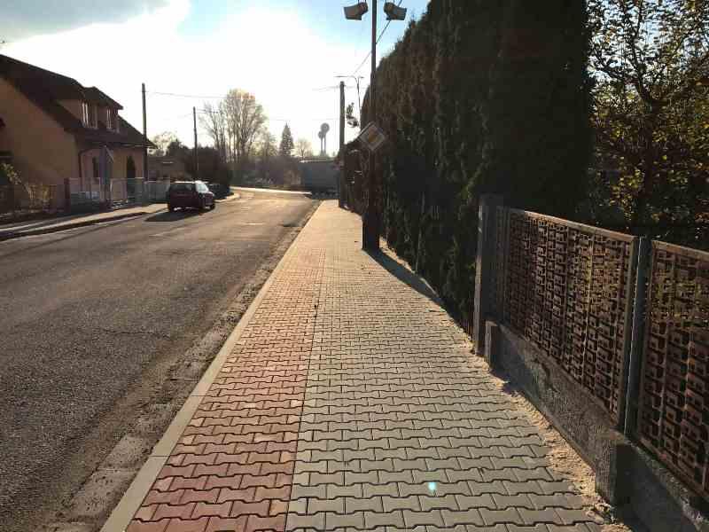 Oprava chodníků v ulici Hradecká, Černožice